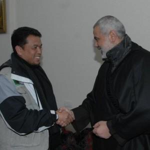 foto bersama Dr Ismail Hanieh